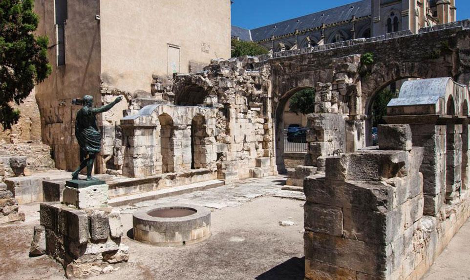 enceinte romaine à nimes