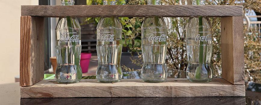 Fabriquer un vase en bouteilles et bois de palette