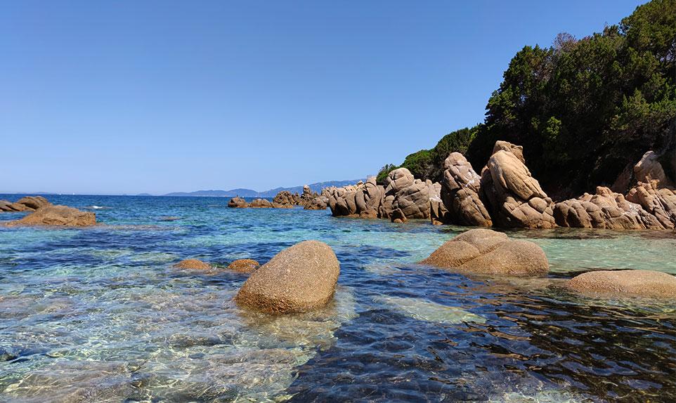 Isolella plage avec rochers pour photo instagram